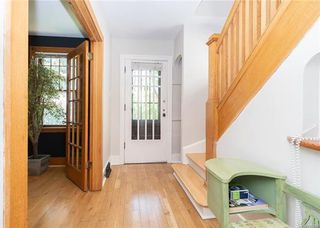 Photo 2: 19 Deer Lodge Place in Winnipeg: Deer Lodge Residential for sale (5E)  : MLS®# 1813805