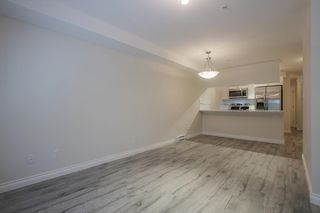 Photo 5: 105 5650 201A Street in Langley: Langley City Condo for sale : MLS®# R2331694