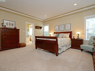 Photo 10: 834 Rainbow Cres in VICTORIA: SE High Quadra House for sale (Saanich East)  : MLS®# 805913
