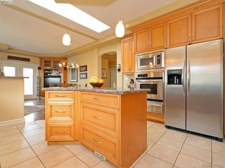 Photo 6: 834 Rainbow Cres in VICTORIA: SE High Quadra House for sale (Saanich East)  : MLS®# 805913