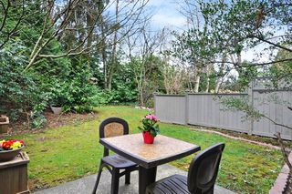 "Photo 18: 4742 LAURELWOOD Place in Burnaby: Greentree Village Townhouse for sale in ""Greentree Village"" (Burnaby South)  : MLS®# R2352959"