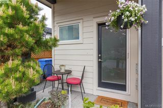 Photo 2: 1030 Boeing Close in VICTORIA: La Westhills Row/Townhouse for sale (Langford)  : MLS®# 410221
