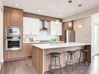 Photo 3: 3664 19 Avenue SW in Calgary: Killarney/Glengarry Row/Townhouse for sale : MLS®# C4252687