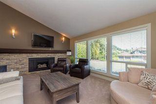 Photo 2: 2115 SANDSTONE Drive in Abbotsford: Abbotsford East House for sale : MLS®# R2379663
