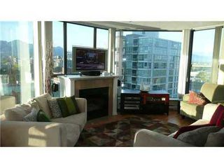 Photo 3: 1101 1128 QUEBEC Street in Vancouver East: Home for sale : MLS®# V829380