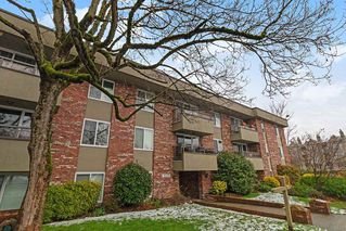 "Photo 1: 110 2211 W 5TH Avenue in Vancouver: Kitsilano Condo for sale in ""WESTPOINTE VILLA"" (Vancouver West)  : MLS®# R2434574"