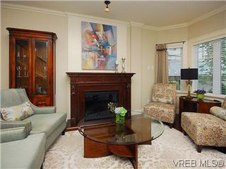Photo 2: 19 675 Superior St in VICTORIA: Vi James Bay Row/Townhouse for sale (Victoria)  : MLS®# 581511