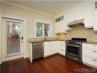 Photo 8: 19 675 Superior St in VICTORIA: Vi James Bay Row/Townhouse for sale (Victoria)  : MLS®# 581511