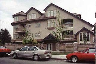 Photo 1: HUGE 1-BR IN KITSILANO!