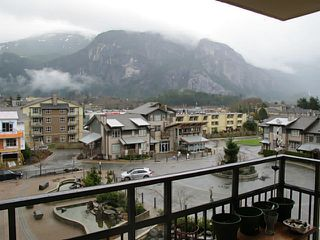 "Photo 4: 406 1211 VILLAGE GREEN Way in Squamish: Downtown SQ Condo for sale in ""Eaglewind"" : MLS®# V1054187"