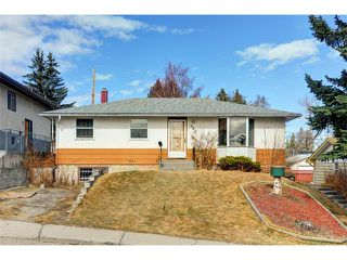 Photo 1: 920 30 Avenue NW in Calgary: Cambrian Heights House for sale : MLS®# C3650159