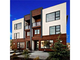 Photo 1: 2 4733 17 Avenue NW in Calgary: Montgomery Townhouse for sale : MLS®# C3651409