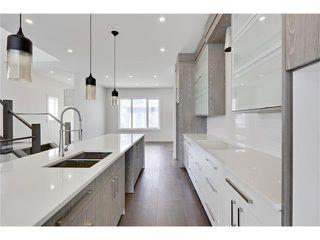 Photo 1: 2615 33 Street SW in Calgary: Killarney/Glengarry House for sale : MLS®# C4030535