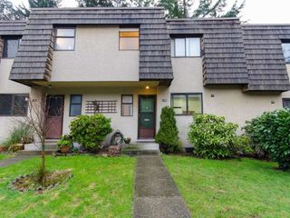 """Photo 2: 1098 PREMIER Street in North Vancouver: Lynnmour Townhouse for sale in """"Lynnmour Village"""" : MLS®# R2031349"""