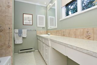 "Photo 13: 754 BLUERIDGE Avenue in North Vancouver: Canyon Heights NV House for sale in ""CANYON HEIGHTS"" : MLS®# R2121180"