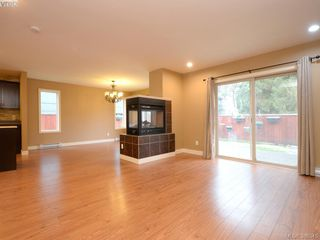 Photo 2: 3207 Ernhill Place in VICTORIA: La Walfred Townhouse for sale (Langford)  : MLS®# 386345