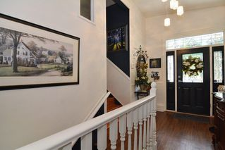 """Photo 2: 33303 PLAXTON Crescent in Abbotsford: Central Abbotsford House for sale in """"MILL LAKE"""" : MLS®# R2261575"""