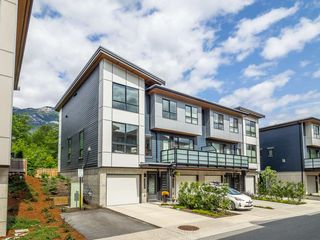 "Main Photo: 38365 SUMMIT'S VIEW Drive in Squamish: Downtown SQ Townhouse for sale in ""The Falls"" : MLS®# R2278047"