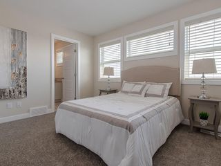 Photo 7: 16 SKYVIEW Circle NE in Calgary: Skyview Ranch Row/Townhouse for sale : MLS®# C4197868