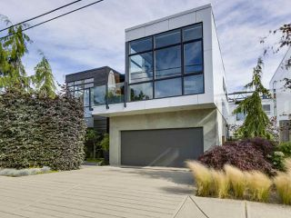 Main Photo: 15611 COLUMBIA Avenue: White Rock House for sale (South Surrey White Rock)  : MLS®# R2312989