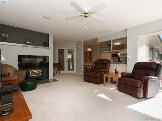 Photo 3: 1790 Fairfax Pl in NORTH SAANICH: NS Dean Park Single Family Detached for sale (North Saanich)  : MLS®# 810796