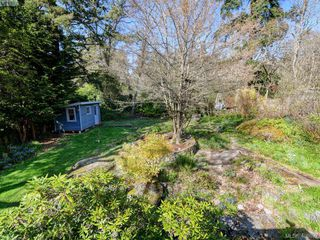 Photo 24: 1086 W Burnside Road in VICTORIA: SW Strawberry Vale Single Family Detached for sale (Saanich West)  : MLS®# 408892