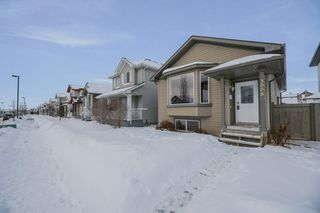 Photo 2: 3008 32 Avenue in Edmonton: Zone 30 House for sale : MLS®# E4187788