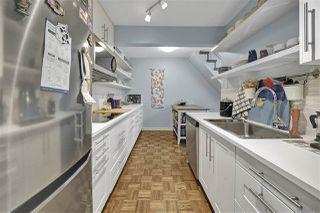 "Photo 2: PH4 2410 CORNWALL Avenue in Vancouver: Kitsilano Condo for sale in ""Spinnaker"" (Vancouver West)  : MLS®# R2465587"