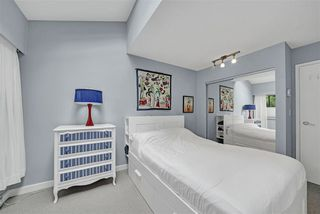 "Photo 22: PH4 2410 CORNWALL Avenue in Vancouver: Kitsilano Condo for sale in ""Spinnaker"" (Vancouver West)  : MLS®# R2465587"
