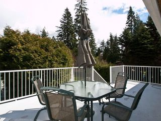 "Photo 4: 4720 RAMSAY Road in North Vancouver: Lynn Valley House for sale in ""Upper Lynn"" : MLS®# V883000"