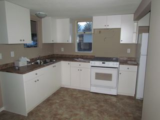 Photo 2: 45610 BERNARD Avenue in CHILLIWACK: House for rent (Chilliwack)