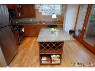 Photo 2: 1 727 Linden Avenue in Victoria: Vi Fairfield West Condo Apartment for sale : MLS®# 285761