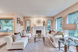 """Photo 3: 3060 NORTHCREST Drive in Surrey: Elgin Chantrell House for sale in """"Elgin Park"""" (South Surrey White Rock)  : MLS®# R2035886"""