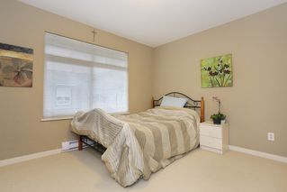 """Photo 10: 20 16588 FRASER Highway in Surrey: Fleetwood Tynehead Townhouse for sale in """"CASTLE PINES"""" : MLS®# R2147549"""