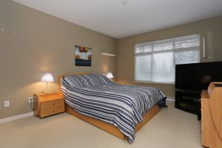 """Photo 8: 20 16588 FRASER Highway in Surrey: Fleetwood Tynehead Townhouse for sale in """"CASTLE PINES"""" : MLS®# R2147549"""