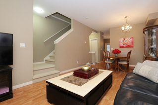 """Photo 3: 20 16588 FRASER Highway in Surrey: Fleetwood Tynehead Townhouse for sale in """"CASTLE PINES"""" : MLS®# R2147549"""