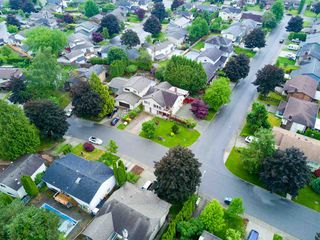 Photo 2: 3702 HARWOOD Crescent in Abbotsford: Central Abbotsford House for sale : MLS®# R2174121