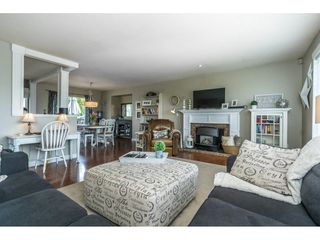 Photo 3: 3056 GLENDALE Place in Abbotsford: Abbotsford East House for sale : MLS®# R2259011