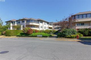 Photo 1: 211 3900 Shelbourne St in VICTORIA: SE Cedar Hill Condo Apartment for sale (Saanich East)  : MLS®# 795183