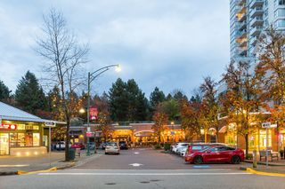 "Photo 18: 2102 235 GUILDFORD Way in Port Moody: North Shore Pt Moody Condo for sale in ""SINCLAIR"" : MLS®# R2321174"