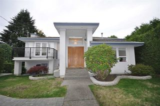 Photo 1: 1537 24TH Street in West Vancouver: Dundarave House for sale : MLS®# R2325799