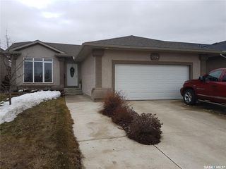 Photo 1: 204 Brooklyn Crescent in Warman: Residential for sale : MLS®# SK764072