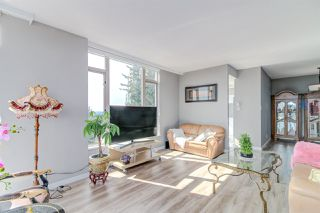 """Photo 5: 801 6888 STATION HILL Drive in Burnaby: South Slope Condo for sale in """"Savoy Carlton"""" (Burnaby South)  : MLS®# R2357609"""