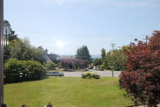 "Main Photo: 208 14957 THRIFT Avenue: White Rock Condo for sale in ""Whitecliffe by the Sea"" (South Surrey White Rock)  : MLS®# R2361005"