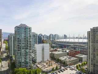 "Photo 9: 2306 977 MAINLAND Street in Vancouver: Yaletown Condo for sale in ""YALETOWN PARK 3"" (Vancouver West)  : MLS®# R2367819"