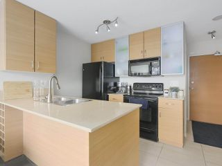 "Photo 1: 2306 977 MAINLAND Street in Vancouver: Yaletown Condo for sale in ""YALETOWN PARK 3"" (Vancouver West)  : MLS®# R2367819"