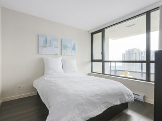 "Photo 6: 2306 977 MAINLAND Street in Vancouver: Yaletown Condo for sale in ""YALETOWN PARK 3"" (Vancouver West)  : MLS®# R2367819"