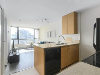 "Photo 2: 2306 977 MAINLAND Street in Vancouver: Yaletown Condo for sale in ""YALETOWN PARK 3"" (Vancouver West)  : MLS®# R2367819"