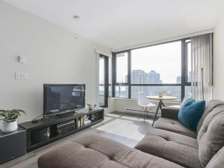 "Photo 3: 2306 977 MAINLAND Street in Vancouver: Yaletown Condo for sale in ""YALETOWN PARK 3"" (Vancouver West)  : MLS®# R2367819"