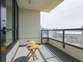 """Photo 7: 2306 977 MAINLAND Street in Vancouver: Yaletown Condo for sale in """"YALETOWN PARK 3"""" (Vancouver West)  : MLS®# R2367819"""